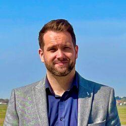 Simon Bio Picture